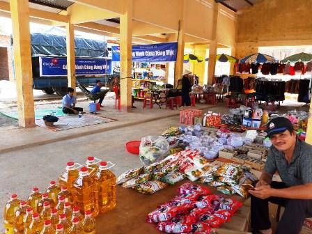Chương trình đưa hàng Việt về nông thôn tại xã Hơ Moong,  huyện Sa Thầy