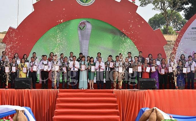 Tỉnh Kon Tum có 03 sản phẩm được tôn vinh  và trao Giấy chứng nhận các sản phẩm công nghiệp nông thôn tiêu biểu cấp quốc gia năm 2019.